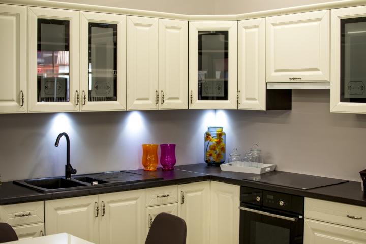 inspace design company Modern Kitchen